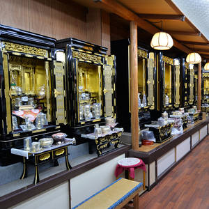 本格的なお仏壇も常設展示